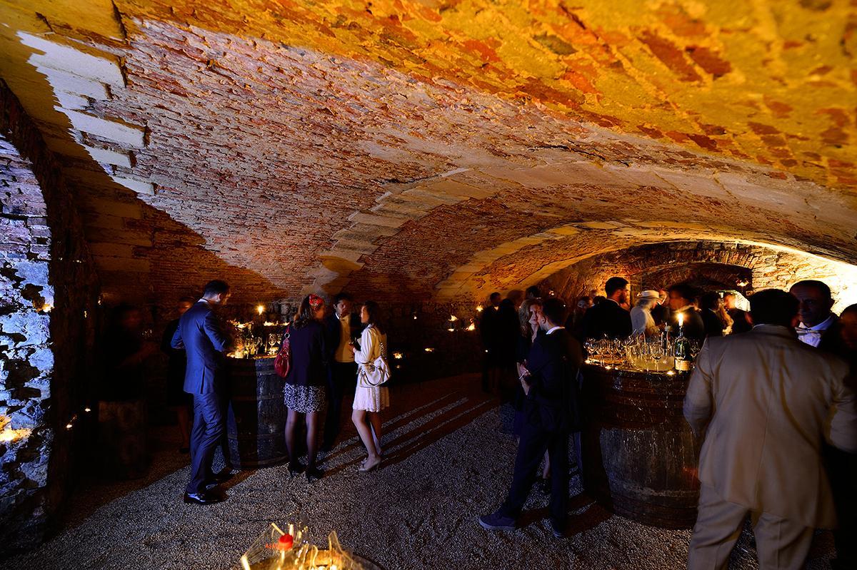 les caves médiévales pendant un mariage