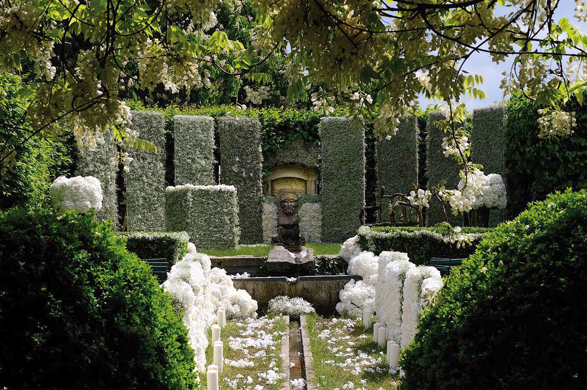 la roseraie du château accueille aussi les cérémonies de mariage