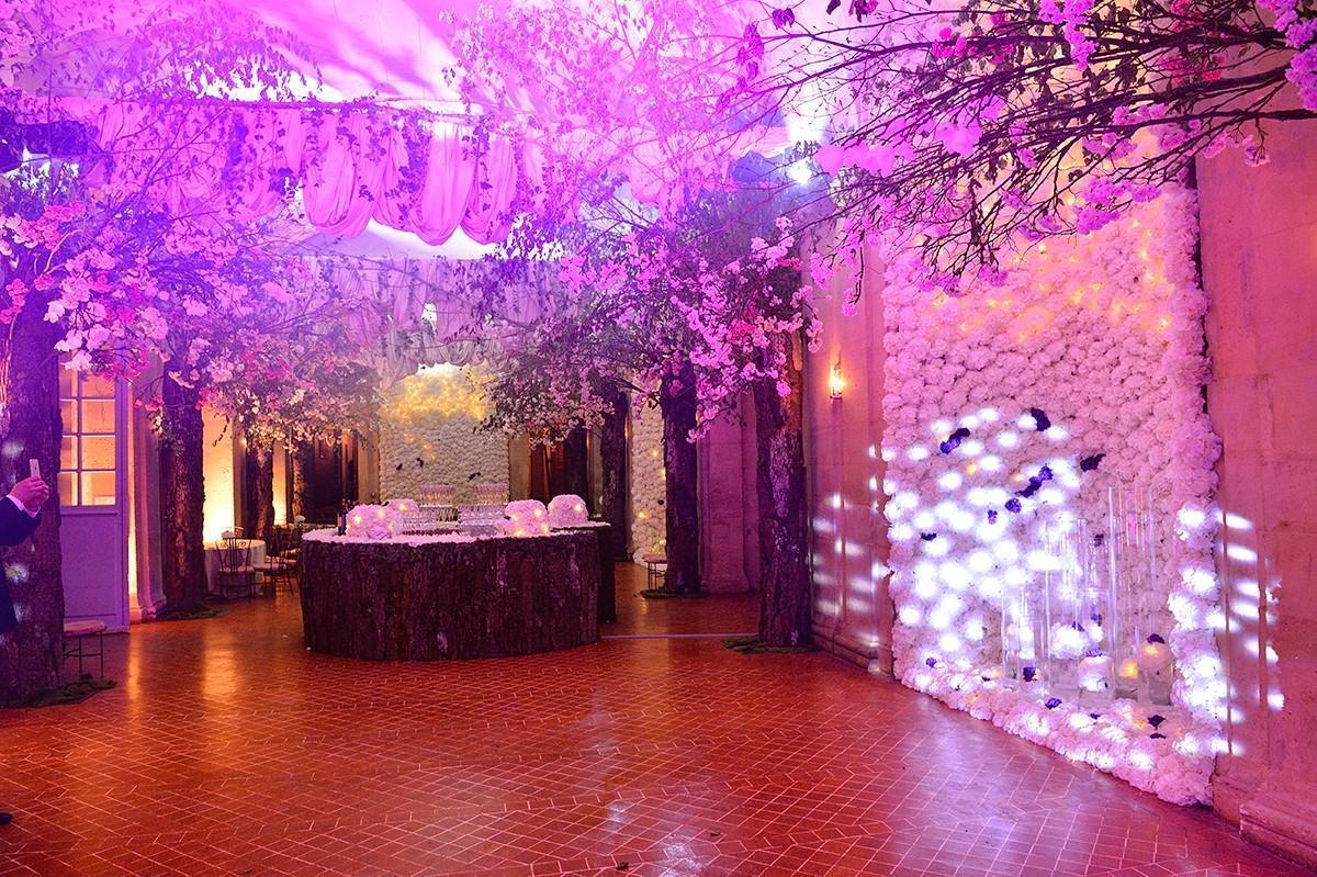 la grande Galerie du château est décorée pour un mariage