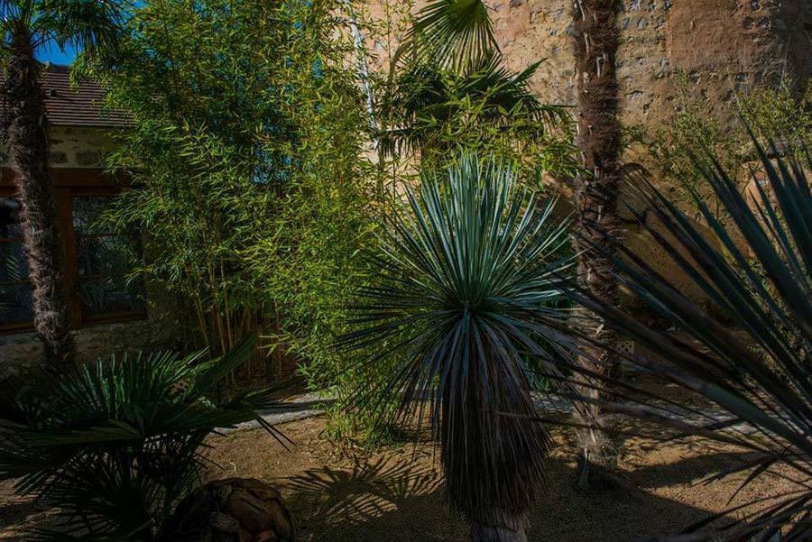 Cette petite oasis abrite trois chambres sur les 28 du domaine
