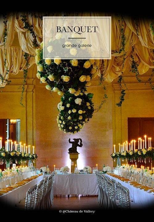 un banquet de mariage dans la Grande Galerie du château