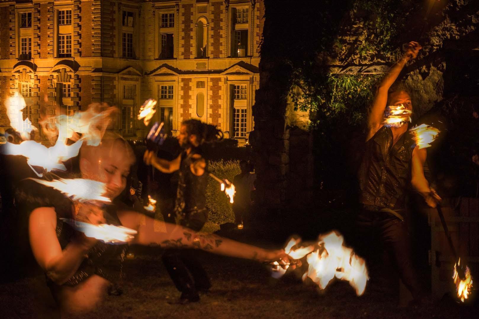 prestation pour les mariages au château : jonglage pyrotechnique