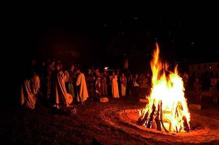À Vallery, le feu de joie ponctue la fête de la grande nuit